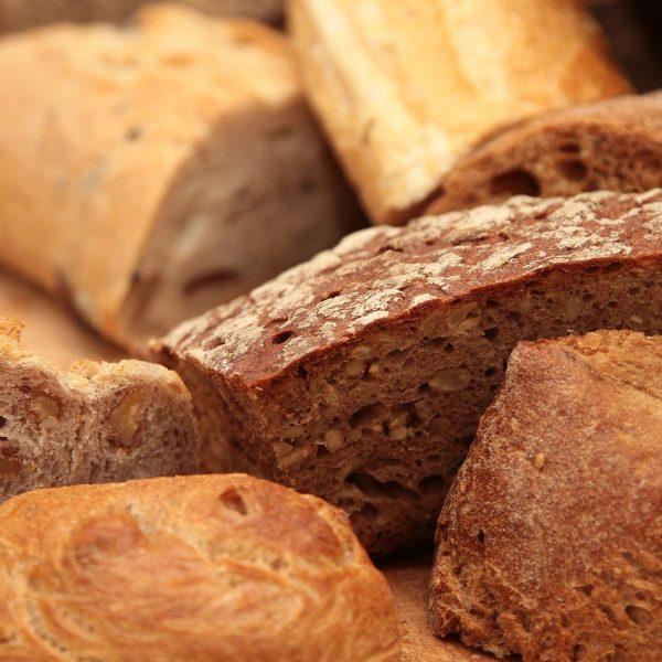 איך אופים לחם וחלות?